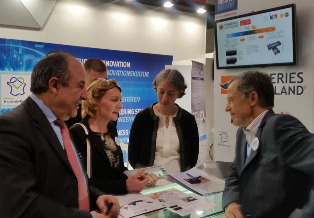 Mme Florence Lang, M. Yves Noirot, Mme Carine Rongeat et M. Philippe Darmayan sur le stand des Fonderies de Sougland, Hanovre 2017